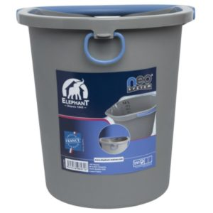 Image Bucket with pouring spout